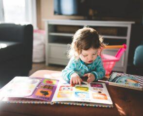 Parents, professionnel.le.s : des formations en ligne pour mieux accompagner les enfants.